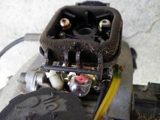 草刈機のエンジンの気化器部分
