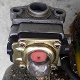 草刈機のエンジンのプライミングボデー